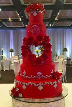 33 Lovely Valentine Wedding Ideas For Your Beautiful Moment - If you are a truly romantic bride Im sure the Valentines day wedding will be just the right thing for you. Which other day the population associate . Bling Wedding Cakes, Wedding Cake Red, Elegant Wedding Cakes, Beautiful Wedding Cakes, Gorgeous Cakes, Wedding Cake Designs, Wedding Day, Wedding Black, Bolo Fack