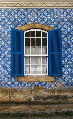 Colorful Windows & Doors in Minas Gerais, Brazil | This Is My Happiness.com #Brazil #travel #windows