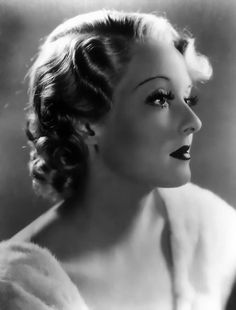 """Bette Davis is """"Ultimate Old Hollywood"""" Diva. Old Hollywood Glamour, Golden Age Of Hollywood, Vintage Hollywood, Hollywood Stars, Classic Hollywood, Vintage Glamour, Hollywood Hair, Vintage Ladies, Piper Laurie"""
