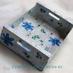 Decoupage Vintage, Decoupage Box, Wood Crafts, Diy And Crafts, Arts And Crafts, Wooden Crates, Wooden Boxes, Birthday Gift Baskets, Craft Corner
