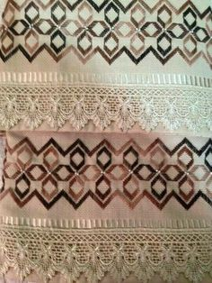 Barguello Drawn Thread, Thread Work, Bordado Tipo Chicken Scratch, Palestinian Embroidery, Swedish Weaving, Bargello, Ribbon Embroidery, Needle And Thread, Needlepoint