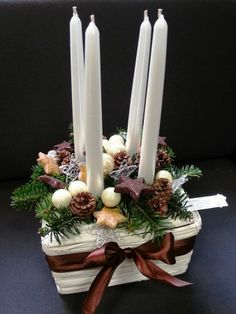 Christmas Advent Wreath, Handmade Christmas Decorations, Christmas Mood, Christmas Centerpieces, Christmas Is Coming, Christmas Crafts, Xmas, Christmas Floral Arrangements, Diy And Crafts