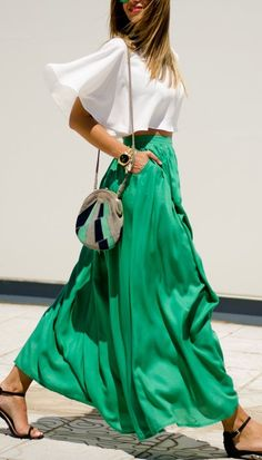 We love this fresh look - white and green with a statement bag. The volume in the skirt is beautiful.