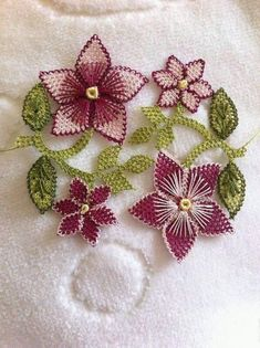 This Pin was discovered by Yas Pretty Birthday Cakes, Needle Lace, Crochet Home, Filet Crochet, Needlework, Diy And Crafts, Crochet Patterns, Embroidery, Sewing