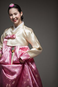 Korean traditional dress by Kyung Lim Hanbok Korean Hanbok, Korean Dress, Korean Outfits, Korean Traditional Dress, Traditional Fashion, Traditional Dresses, Oriental Fashion, Asian Fashion, Korean Wedding