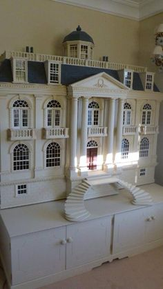 Georgian mansion dollhouse by Anthony Wright