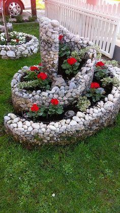 18 Budget Friendly DIY Backyard Landscaping Ideas To Inspire You - Diy Garden Decor İdeas Spiral Garden, Diy Garden, Garden Beds, Garden Projects, Garden Art, Herb Spiral, Tree Garden, Balcony Garden, Indoor Garden