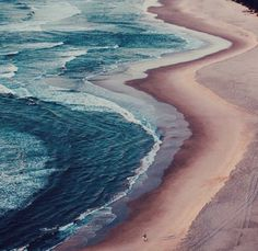 Guide Byron Bay en Australie vacances surf plages surf sea beach http://www.vogue.fr/voyages/hot-spots/diaporama/guide-byrn-bay-en-australie-vacances-surf-plages/26807#guide-byrn-bay-en-australie-vacances-surf-plages-1