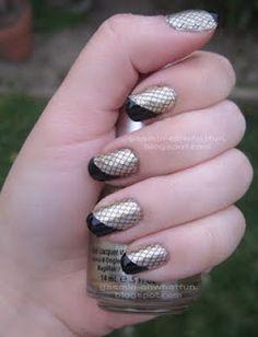 Gold/black fishnet french-tip nails