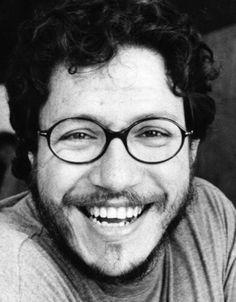 Santiago Gamboa (1965) Escritor y periodista colombiano, Santiago Gamboa ha sido corresponsal en varios países europeos y colaborador de varias revistas literarias. Ha sido traducido a más de quinces idiomas y ha sido finalista del Premio Rómulo Gallegos,