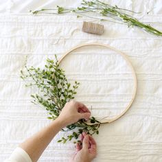 DIY Embroidery Hoop Wreath Project – Cotton Stem DIY Blumenkranz für die Hochzeit Together with the winter chill in full-effect; Decorating the layer can be. Embroidery Hoop Decor, Diy Embroidery, Vintage Embroidery, Embroidery Designs, Handkerchief Embroidery, Machine Embroidery, Embroidery Hoop Nursery, Advanced Embroidery, Embroidery Tattoo