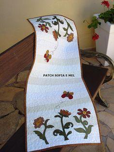 Trilho de mesa by PATCH E CIA - Sofia e Mel, via Flickr