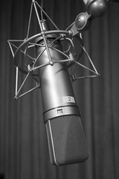 How to host a college radio show - tips for success from a former college radio DJ and station PR director