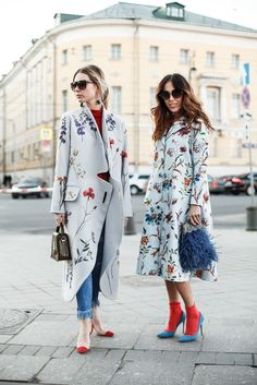 Street Style der New York Fashion Week Floral Fashion, Look Fashion, Trendy Fashion, Spring Fashion, High Fashion, Autumn Fashion, Fashion Outfits, Womens Fashion, Fashion Design