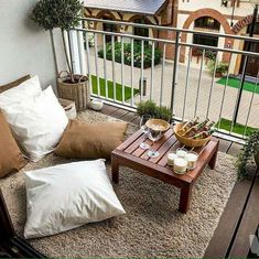 Small Apartment Balcony Decorating Ideas (31)