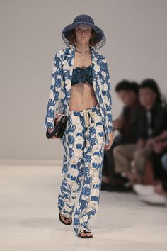 Woman Spring Summer 2019 Fashion Show Runway Fashion, Fashion Show, Fashion Gallery, Designer Wear, Streetwear Fashion, Spring Outfits, Street Wear, Kimono Top, Spring Summer