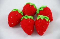 Make your own felt strawberries! Free PDF Pattern by Bugga Bugs!  #free #pattern #tutorial #sewing #play #food #felt food