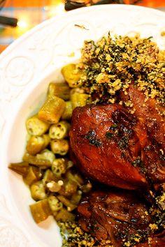 Cozinha Pequena: Frango de Panela e Farofa de Couve e Bacon