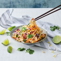 Healthier Pad Thai Steak Wraps, Beef Wraps, Healthy Pad Thai, Spicy Tuna Salad, Pad Thai Rice Noodles, Lunch Recipes, Healthy Recipes, Chicken Breast Fillet, Vegan Pesto