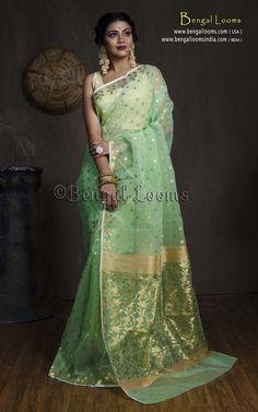 Muslin Jamdani Saree in Mint Green and Gold – Bengal Looms India Yellow Saree, Green Saree, Dhakai Jamdani Saree, Wedding Saree Collection, Sari Design, Pakistani Fashion Casual, Green And Gold, Mint Green, Indian Bridal Outfits
