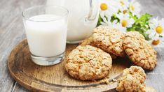 This low carb biscuit recipe is perfect for days when you have cravings for sweets and Low Carb Cookies, Paleo Cookies, Healthy Oatmeal Cookies, Oatmeal Cookie Recipes, School Cookies Recipe, Drink Party, Desserts Sains, Desserts With Biscuits, Low Carb Biscuit