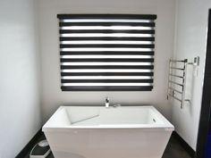 Maison à étages - Via Capitale Condo, Blinds, Bathtub, Curtains, Bathroom, Home Decor, Real Estate, Bath, Standing Bath
