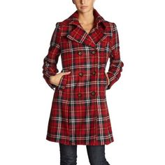 I want! Jaja! This would be a perfect lolita coat too