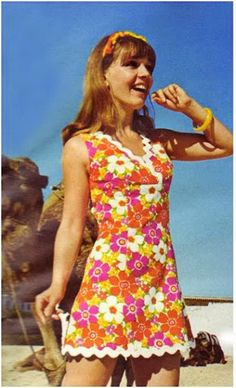1960's fashion. LOVE the flower material!