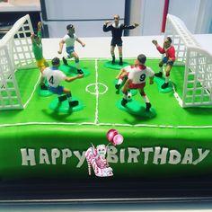 #cakedesign #soccer #terraindefoot #mollycake #mollycakechocolat #ganache #ganachechocolatlait #pateasucre #pateasucreverte #patisserie #dessert #homemade #homemadefood #homemadecooking #instafood #douceursucrees Molly Cake, Soccer Cake, Homemade, Desserts, Design, Unsweetened Cocoa, Gentleness, Tailgate Desserts, Deserts