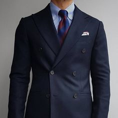 Double breasted suits are hard to pull off. Stick to single breasted two button suits with notch lapel. Blue Suit Men, Navy Blue Suit, Blue Blazer Outfit, Blazer Outfits, Mens Double Breasted Blazer, Old Man Fashion, Fashion Vintage, Men's Fashion, Suit Shirts
