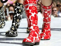 Marimekko Unikko Wellies, I've had a pair of these! Loved them! Marimekko, Singing In The Rain, Bunt, Me Too Shoes, Rubber Rain Boots, Shoe Boots, Footwear, Style Inspiration, Stylish