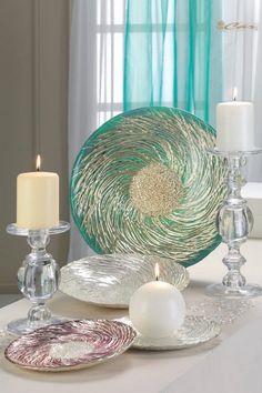 Piatti in vetro decorato e candelieri di vetro