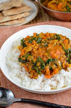 Serve this delicious Chicken and Spinach Curry for dinner tonight. The whole family will enjoy this. Gluten Free, Dairy Free, Paleo, Slimming World and Weight Watchers friendly Spinach Recipes, Chicken Recipes, Healthy Recipes, Healthy Foods, Free Recipes, Healthy Eating, Spinach Health Benefits, Slimming World Recipes Syn Free, Spinach Curry