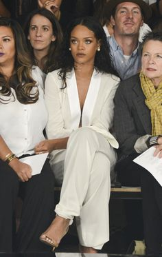I have a photo of my Mom wearing something similar from the early I always thought this was the most chic someone could be. Ultra Independent Mom look. - Rihanna at Edun Fashion Show at New York Fashion Week Rihanna Outfits, Photos Rihanna, Fashion Week, New York Fashion, Look Fashion, Fashion Models, Fashion Show, Fashion Killa, Daily Fashion