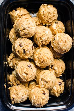 Peanut Butter Protein Balls Recipe with whey or plant-based protein powder and oats. No bake, healthy and such an easy and convenient snack!