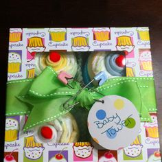 Diaper cupcakes: baby shower gift