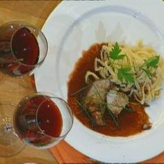 Puten-Sauerbraten mit hausgemachten Nudeln und 87.000 weitere Rezepte entdecken auf DasKochrezept.de Beef, Chicken, Doodle, Challenge, Carrots, Meat, Homemade Pasta, Browning, Cooking Recipes