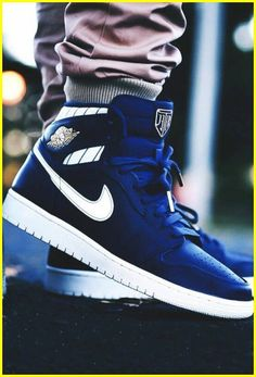 2014 cheap nike shoes for sale info collection off big discount.New nike roshe run,lebron james shoes,authentic jordans and nike foamposites 2014 online. Sneakers Shoes, Sneakers Mode, Sneakers Fashion, Men's Shoes, Shoe Boots, Roshe Shoes, Gucci Sneakers, Yeezy Sneakers, Yellow Sneakers