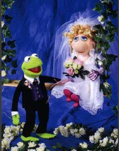 Kermit and Miss Piggy wedding photo