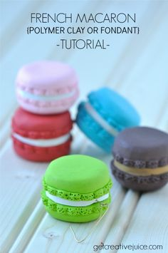 {tutorial} French Macaron Ornaments - step by step photo tutorial to make these cute clay macarons ornaments. Great gifts for friends! Clay Art Projects, Polymer Clay Projects, Clay Crafts, Polymer Clay Miniatures, Fimo Clay, Polymer Clay Charms, Fondant Tutorial, Fondant Bow, Fondant Flowers
