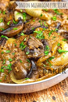 Seared mushrooms and onions give this skillet cube steak dinner terrific flavor. Cube Steak Recipes, Grilled Steak Recipes, Beef Recipes, Healthy Recipes, Water Recipes, Cuban Recipes, Recipes Dinner, Yummy Recipes, Amigurumi