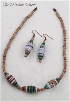 paper beads necklace | mistiquemoth.wordpress.com/ | carmen orasanu | Flickr