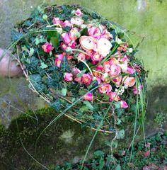 Gregor Lersch - wire base holds floral arrangement