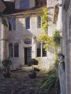 Exterior of Garsington Manor in Oxfordshire. Image from Oct. 2013 issue
