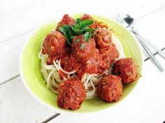 Nix-Fleisch Bällchen mit Tomatensoße (Vegan, Glutenfrei, Ölfreie Option)