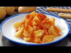 Patatas bravas 2020 ✅️ Snack Recipes, Snacks, Food And Drink, Chips, Youtube, Vegan Recipes, Best Recipes, Dishes, Deserts