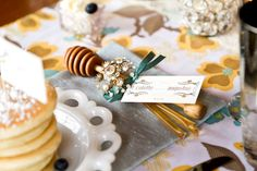 Honey-Dipper-Wedding-Favor | photography by http://www.jaclynsimpson.com