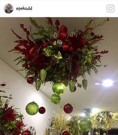 Christmas Chandelier, Christmas Swags, Xmas Wreaths, Christmas Door, Christmas Goodies, Christmas Lights, Grinch Christmas Decorations, Christmas Themes, Holiday Decor