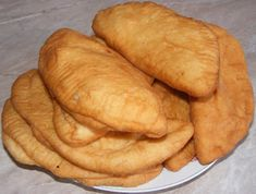 Branzoaice cu branza Sweets Recipes, Baby Food Recipes, Cake Recipes, Cooking Recipes, Pastry And Bakery, Bread And Pastries, Cooking Bread, Romanian Food, Hungarian Recipes
