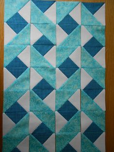 Idea for a quilt border - or focus strip for quilted hug. Triangle Quilt Pattern, Half Square Triangle Quilts, Pattern Blocks, Triangle Quilt Tutorials, Lap Quilts, Strip Quilts, Panel Quilts, Borders For Quilts, Modern Quilt Blocks